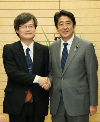 22 October 2014, Professor Amano visited the Prime Minister's Office (From the website of the Prime Minister of Japan and his Cabinet)