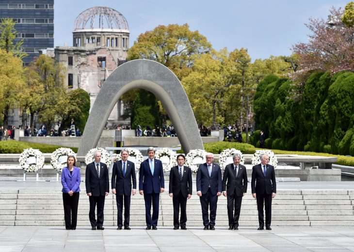 April 11, 2016, G7 foreign ministers and the EU higher representative laid wreaths and stand in front of the Cenotaph for the A-bomb Victims at Peace Memorial Park in Hiroshima. ©Ministry of Foreign Affairs of Japan