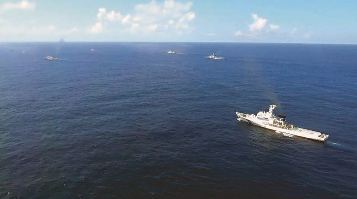 On August 5, Chinese fishing boats and official vessels encroached upon Japanese territorial waters around the Senkaku Islands. The Japan Coast Guard dispatched patrol vessels for warning.  PHOTO: COURTESY OF THE JAPAN COAST GUARD