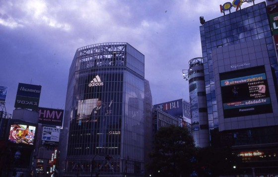 Photo : The superflat landscape of Shibuya
