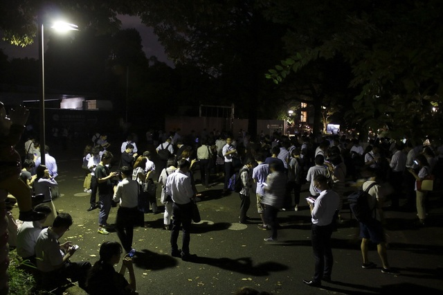 Large number of Pokémon Trainers gathered in Ueno Park in the midnight of August 2, 2016. Same phenomenon could be seen all over the nation.
